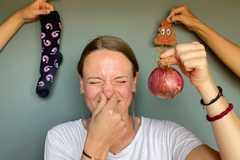 Bệnh nhân khỏi Covid-19: Ngửi thấy mùi hôi thối, không thể hôn chồng