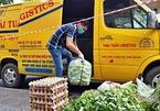 Volunteer crew delivers food to quarantine areas