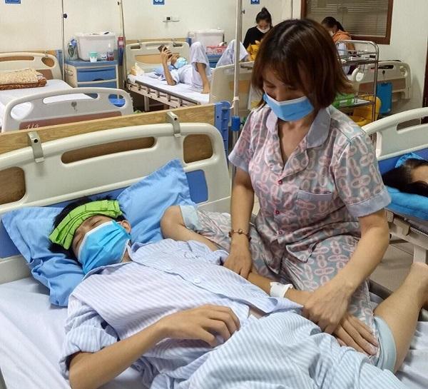 Cha ung thư phổi di căn, con bất ngờ phát hiện ung thư máu