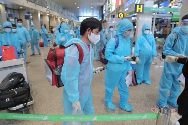 200 người dân Bình Định rời TP.HCM về quê trên chuyến bay miễn phí