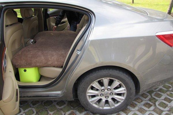 Lái ô tô về quê, có nên chế giường nằm cho vợ con đỡ mỏi?