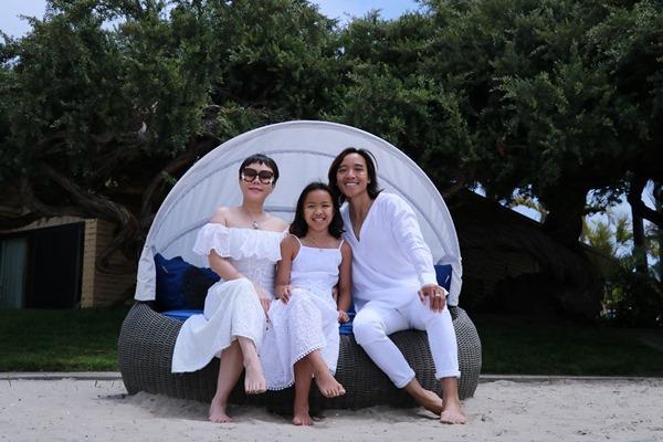 Việt Hương dạy con gái 12 tuổi ngày càng xinh ngoan, học giỏi