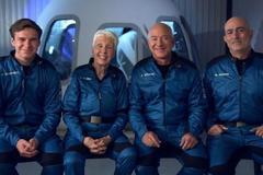 Tỷ phú Jeff Bezos vừa bay vào không gian và trở về thành công