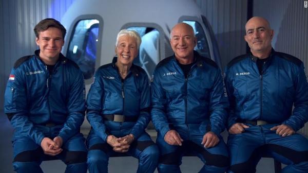 Tỷ phú nào đang chiến thắng trong cuộc đua vào không gian?