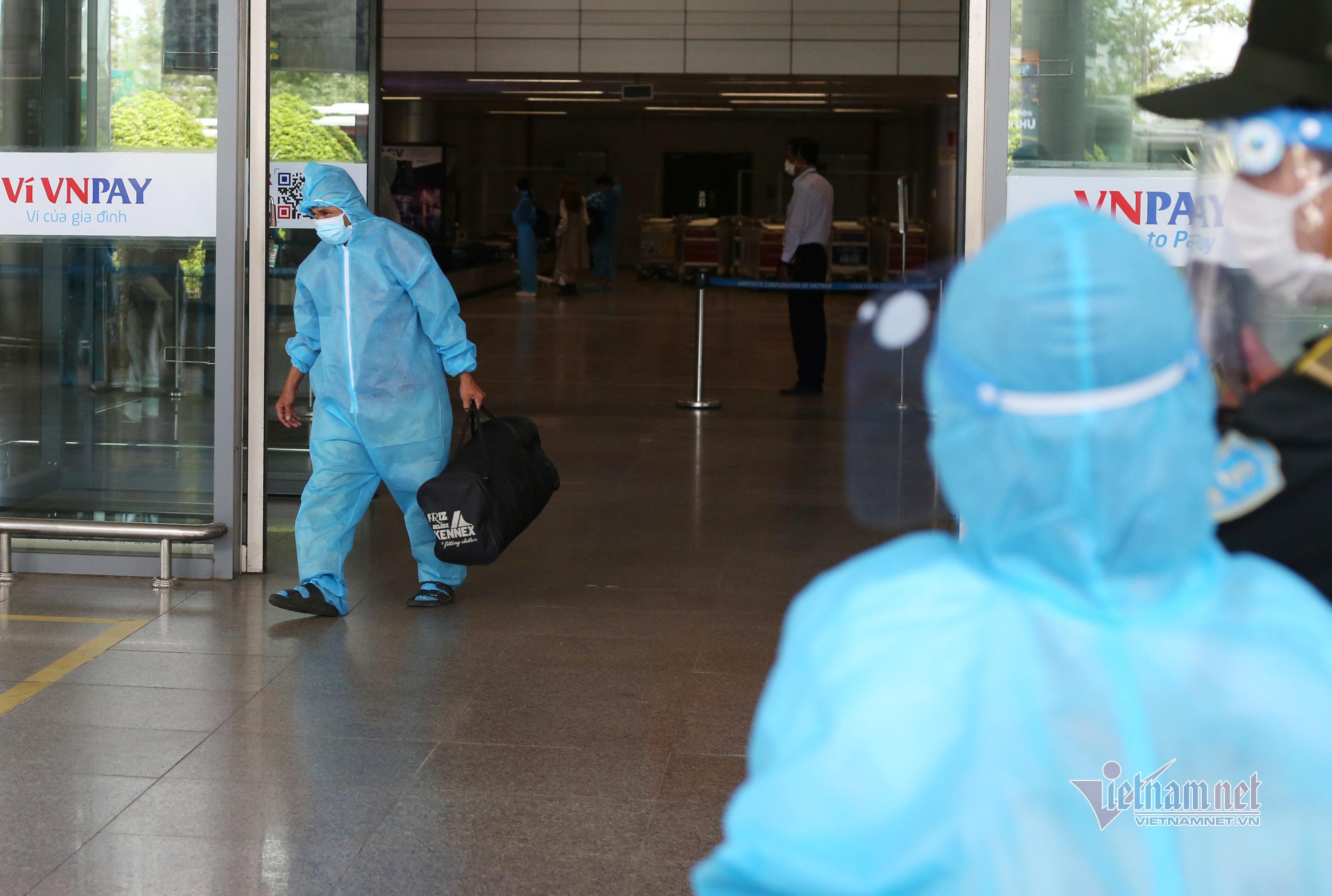 Hình ảnh chuyến bay đầu tiên đưa người dân Đà Nẵng từ TP.HCM về quê