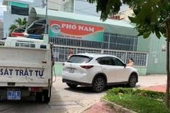 Tài xế tăng tốc ô tô vượt chốt kiểm dịch, ép cảnh sát té ngã ở Bình Định