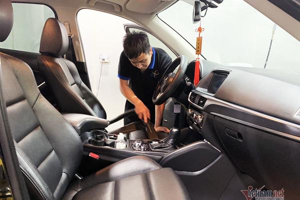 Làm thế nào để hết mùi khó chịu trên xe mới?