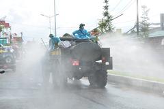 Quân khu 9 phun khử khuẩn 3 quận trung tâm của TP Cần Thơ