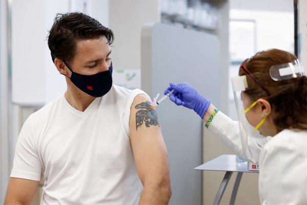 Lãnh đạo một số nước chọn tiêm trộn vắc xin Covid-19
