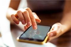Lộ tin nhắn với 10 cô, bạn trai nói 'đáp cho lịch sự rồi xóa vì sợ em buồn'
