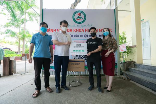 GCOOP Việt Nam tặng 550 phần quà cho bệnh viện tuyến đầu chống dịch