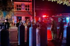 Cháy nhà hàng, cảnh sát 'cứu' hàng chục bình gas công nghiệp