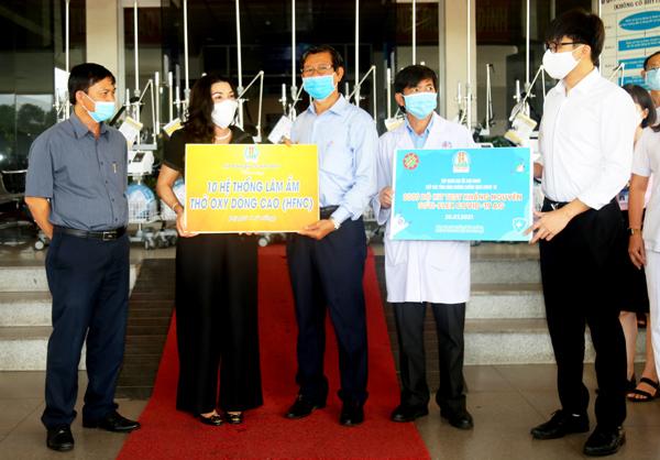 Tập đoàn Kim Oanh tặng 30 máy thở cho lực lượng y tế miền Nam