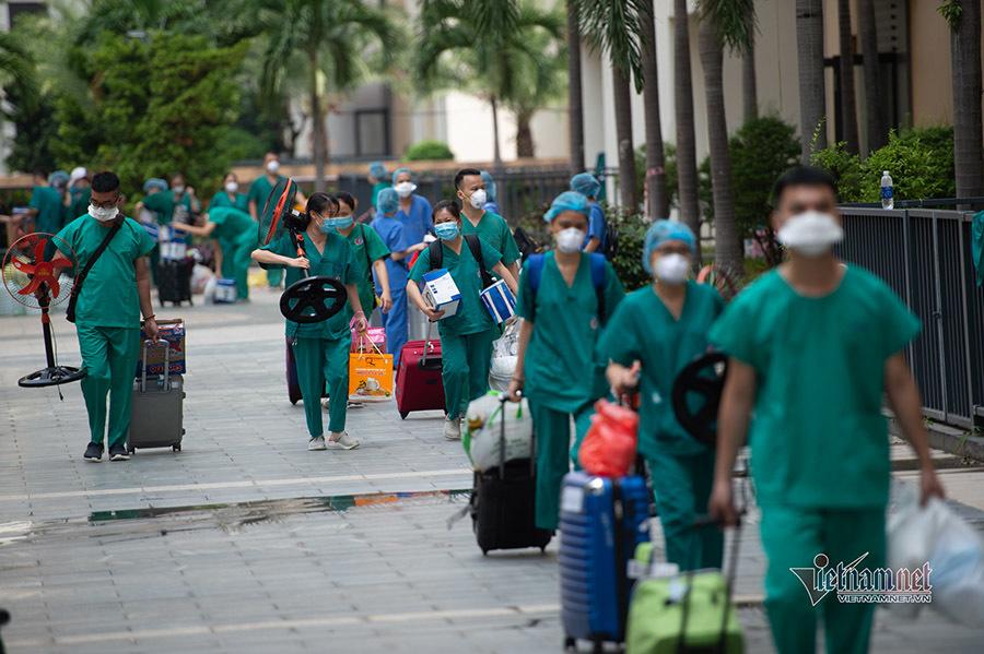Thứ trưởng Bộ Y tế kêu gọi toàn bộ nhân viên y tế tham gia chống dịch