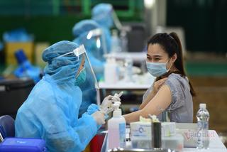 Bộ Y tế đề nghị TP.HCM đẩy nhanh tốc độ tiêm vắc xin cho người dân