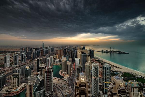 Nóng cháy thịt hơn 50 độ C, Dubai tự tạo mưa làm mát thành phố