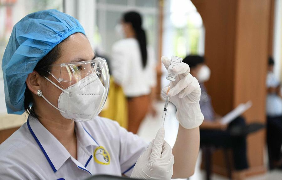 TP.HCM tiêm vắc xin Covid-19 đợt 5, người lớn tuổi và có bệnh nền được tiêm
