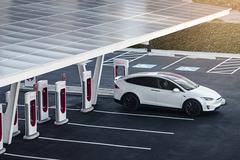 Tesla mở rộng mạng lưới trạm sạc, xe của hãng khác có thể 'sạc ké'