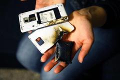 Bé trai lớp 2 tử vong khi dùng điện thoại đang sạc pin
