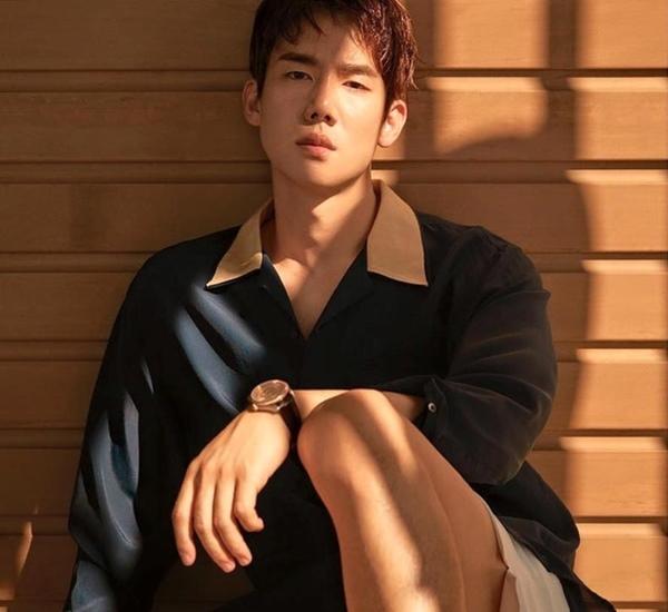 Nam diễn viên của Hospital Playlist mua biệt thự 76 tỷ USD ở khu giàu nhất Hàn Quốc