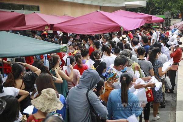 Bí thư Hà Nội chỉ đạo nóng, Bệnh viện E tiếp thu và tạm dừng tiêm vắc xin