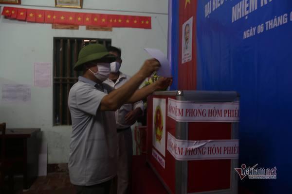 Khởi tố Chủ tịch HĐND xã ở Hà Nội vụ 'gạch tên người khác để mình trúng cử'