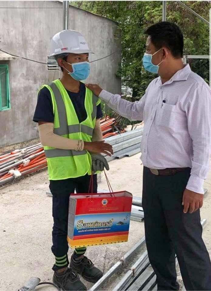 Phó chủ tịch phường ở Nha Trang xuống công trường xin lỗi anh Trần Văn Em