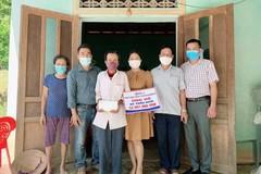 Bé Tuấn Nam đón nhận gần 53 triệu đồng từ Báo VietNamNet