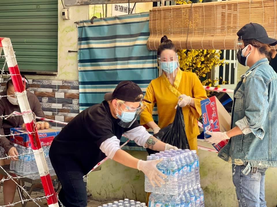 Nhật Kim Anh làm nông dân trong ngày giãn cách