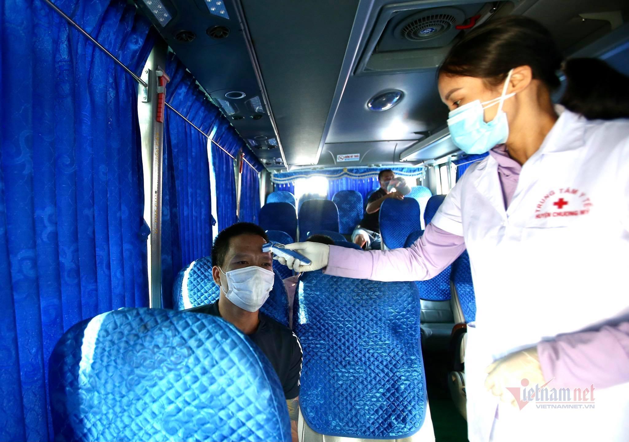 Đến Hà Nội bằng xe cá nhân, người dân cần chuẩn bị giấy tờ gì?