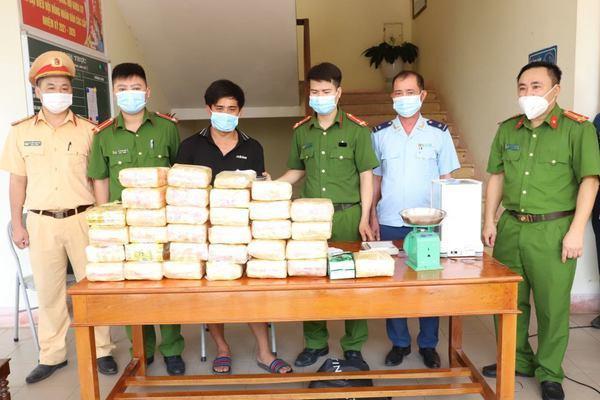 Bắt nam thanh niên vận chuyển thuê 31kg ma túy lấy 20 triệu đồng