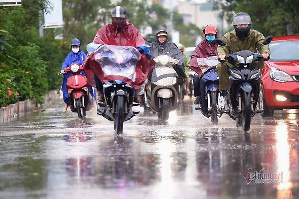 Dự báo thời tiết 23/7: Hà Nội có nơi mưa rất to, nguy cơ lốc và gió giật mạnh