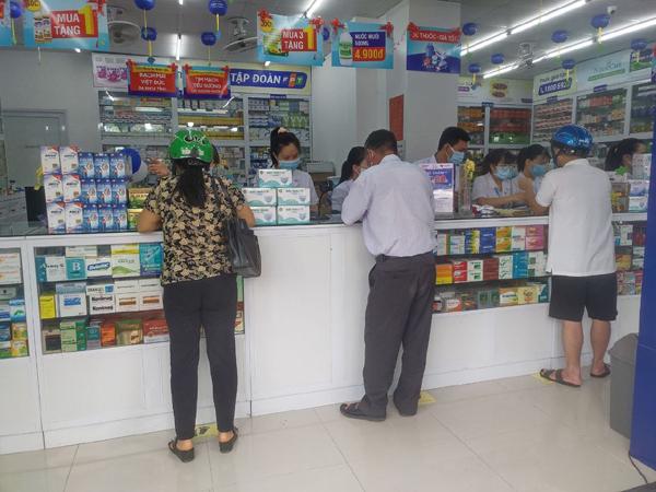 FPT Long Châu tặng 3000 phần quà cho các F0, F1 tự cách ly tại nhà ở TP.HCM
