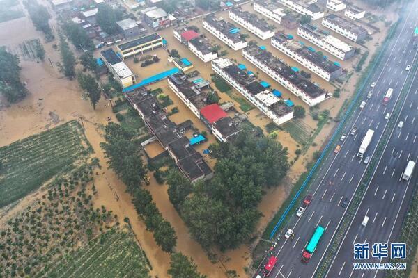 Ba triệu người Trung Quốc chịu thiên tai, có nơi nước ngập tới cổ