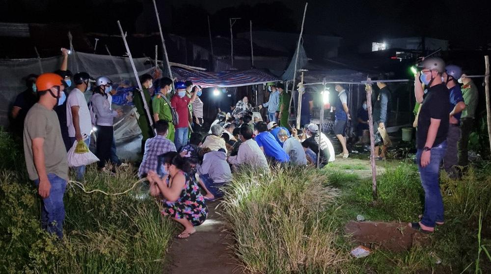 Cảnh sát đột kích bắt hàng chục nam nữ tụ tập đánh bạc ở miền Tây