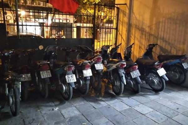 Triệt phá ổ nhóm gây ra nhiều vụ cướp xe máy tại Hà Nội