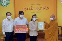 Trung ương Giáo hội Phật giáo Việt Nam trao thiết bị y tế, hỗ trợ TPHCM phòng, chống dịch