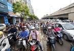 'Phi' xe máy trên vỉa hè bị xử phạt bao nhiêu?