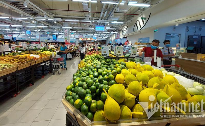 Trái ngược ở siêu thị Hà Nội: Nơi chen chân mua hàng, chỗ vắng tanh