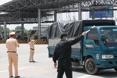 Công an Hà Nội phân luồng phương tiện đi tránh thành phố đang cách ly