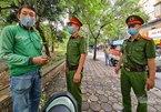 Theo chân lực lượng xử phạt người ra đường không lý do cần thiết ở Hà Nội