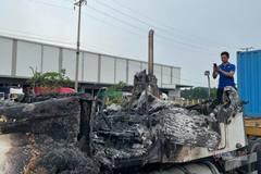 Container bốc cháy dữ dội trên QL5 khi đang lưu thông