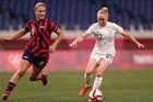 Mỹ và Úc 'dắt tay nhau' vào tứ kết bóng đá nữ Olympic