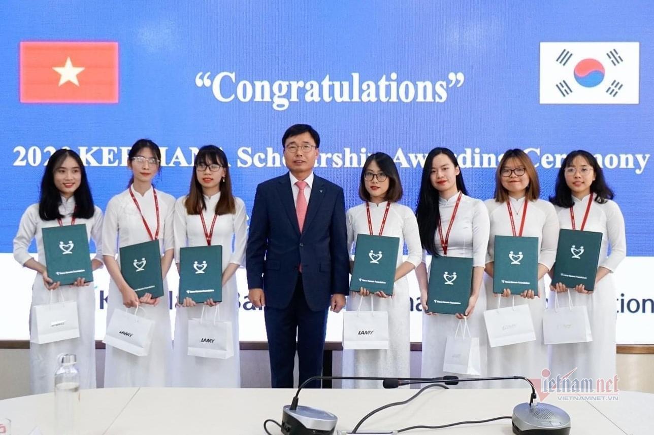 Nữ sinh Ngoại thương đạt điểm cao nhất thế giới môn Báo cáo tài chính