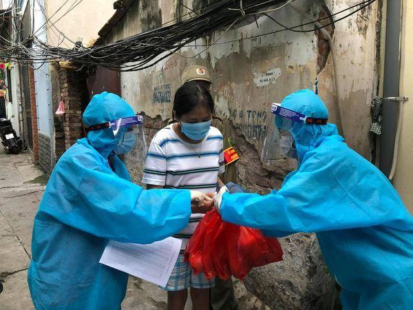 Thảo Vân, Trà My tặng quà cho xóm chạy thận, người vô gia cư