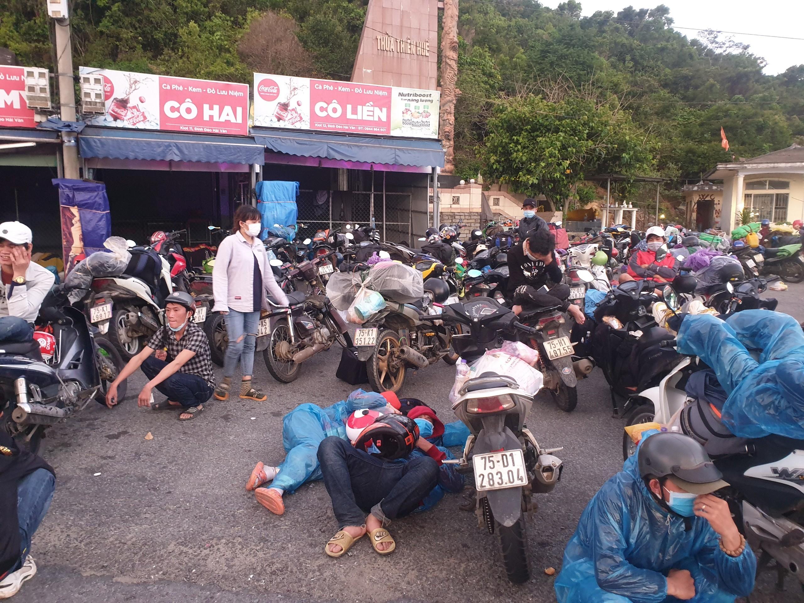 Gần 140 người chạy xe máy từ TP.HCM về quê tránh dịch