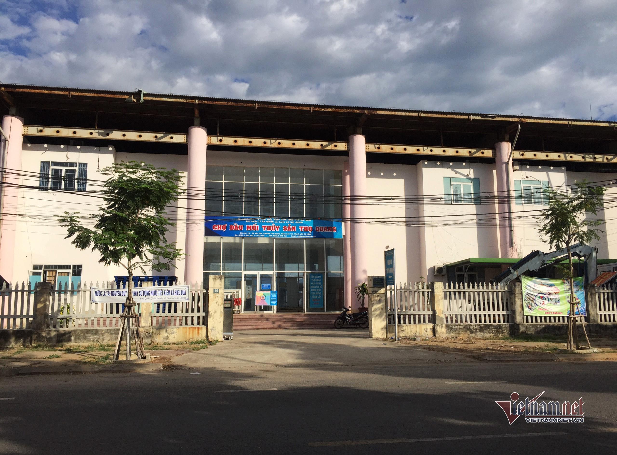 Thêm 5 ca dương tính nCoV ngoài cộng đồng, Đà Nẵng đóng cửa cảng cá