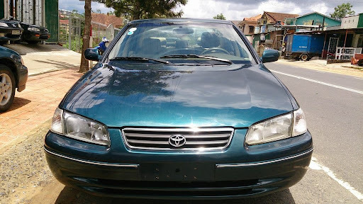 xe-o-to-Toyota-Camry-2001