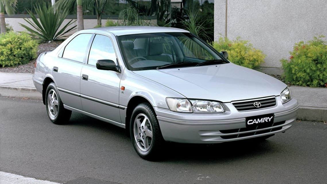 xe-o-to-Toyota-Camry-2002