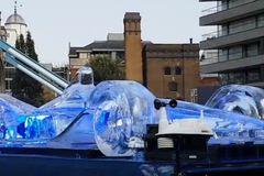 Xe đua mô hình được làm từ 3 tấn băng